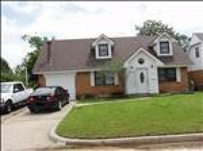Moore Single Family Home Pending: 700 Penn Lane