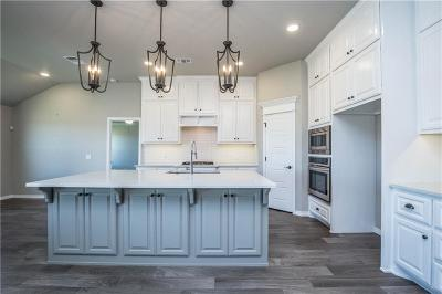 Yukon Single Family Home For Sale: 636 Bison Crossing Drive