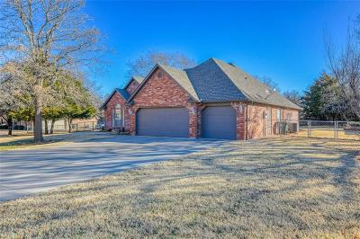 Blanchard Single Family Home For Sale: 504 Tanglewood Court
