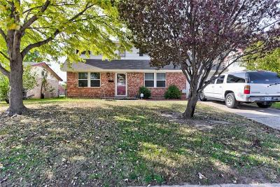 Moore Single Family Home Pending: 713 Penn Lane