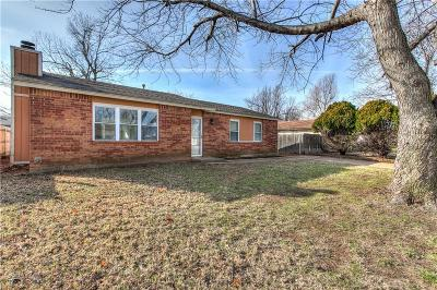 Mustang Single Family Home For Sale: 226 W Apple Branch Way