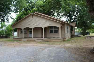 Marlow OK Single Family Home Sold: $12,000