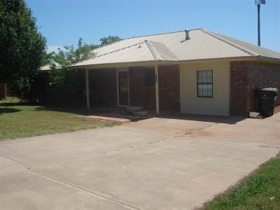 Comanche Single Family Home For Sale: 114 W Apache