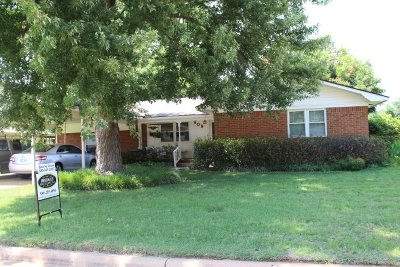 Marlow, Rush Springs Single Family Home For Sale: 909 W Choctaw