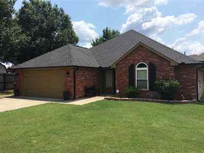 Marlow Single Family Home For Sale: 708 Theda