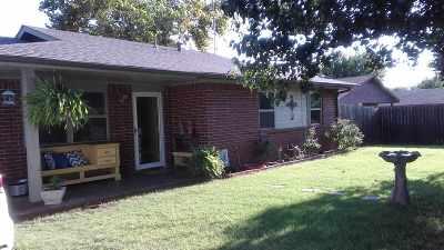 Comanche Single Family Home For Sale: 726 North Avenue