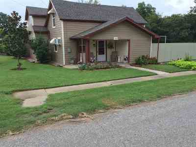 Comanche Single Family Home For Sale: 110 N 6