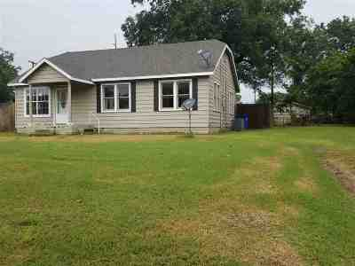 Single Family Home For Sale: 717 Hackberry