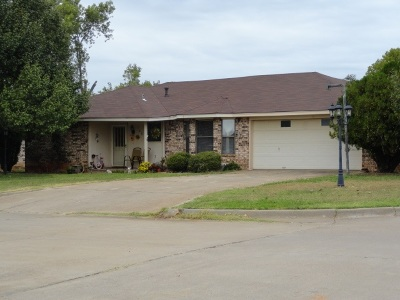 Single Family Home For Sale: 709 Drexal
