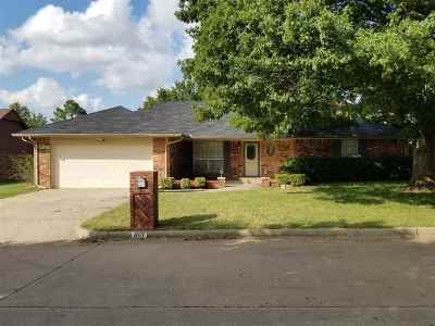 Single Family Home For Sale: 807 Harville