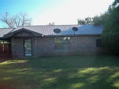 Rush Springs Single Family Home For Sale: 104 W Comanche Ave