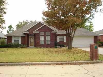 Duncan Single Family Home For Sale: 1810 Windsor Dr