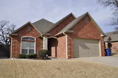 Single Family Home For Sale: 3705 Woodknoll