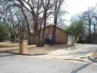 Single Family Home For Sale: 2026 Crestwood Ln