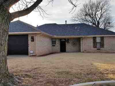 Duncan OK Single Family Home Under Contract: $109,000