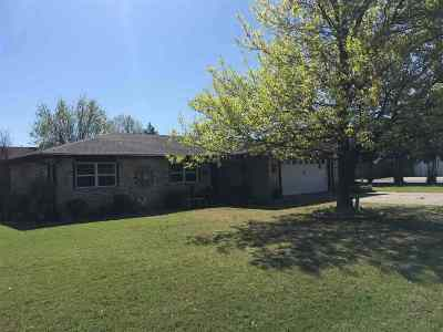 Marlow OK Single Family Home For Sale: $155,000