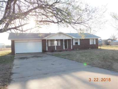 Marlow Single Family Home For Sale: 2010 S Railroad St