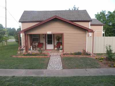 Comanche Single Family Home For Sale: 110 N 6th St.
