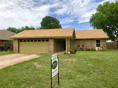 Duncan Single Family Home For Sale: 718 Carriage Drive