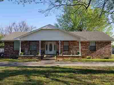 Single Family Home For Sale: 401 W Caddo