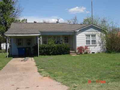 Single Family Home For Sale: 607 W Choctaw