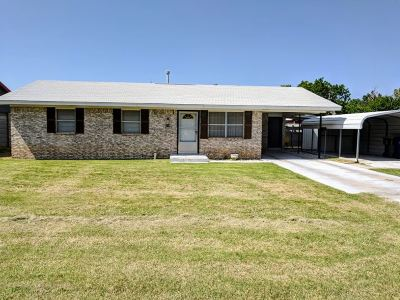 Comanche Single Family Home For Sale: 805 Brown