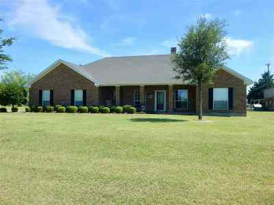 Comanche, Velma, Waurika,  Hastings Single Family Home For Sale: 905 E Florida