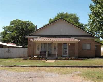 Comanche OK Single Family Home For Sale: $84,500
