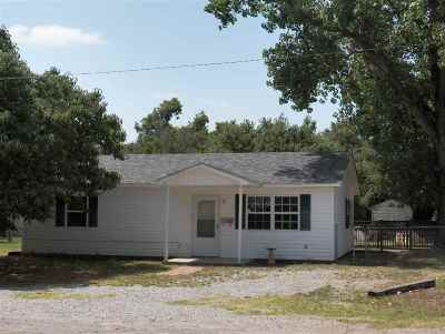 Comanche Single Family Home For Sale: 710 Oak Main Ave
