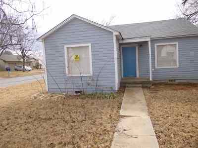 Rental For Rent: 412 E Pine Ave.