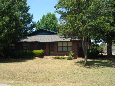Waurika OK Single Family Home For Sale: $90,000