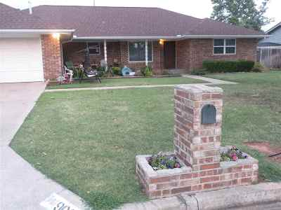 Duncan Single Family Home For Sale: 906 N Harville