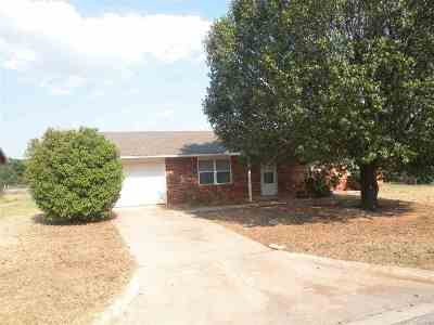 Comanche OK Single Family Home For Sale: $69,900