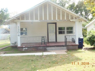Duncan Single Family Home Under Contract: 1304 W Maple