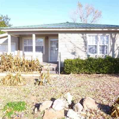Rental For Rent: 711 W Comanche St.