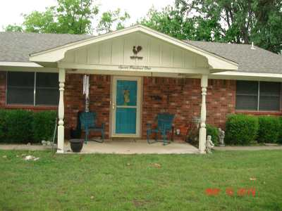 Marlow Single Family Home For Sale: 701 W McNeese