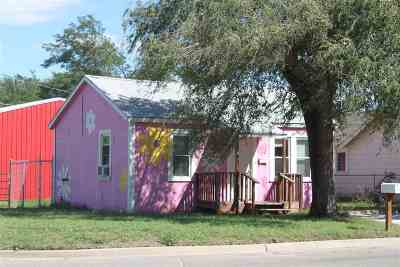 Single Family Home For Sale: 604 7th St