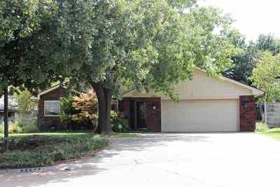 Single Family Home For Sale: 2401 Pinewood Dr