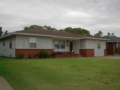 Single Family Home For Sale: 2816 Yucca Dr