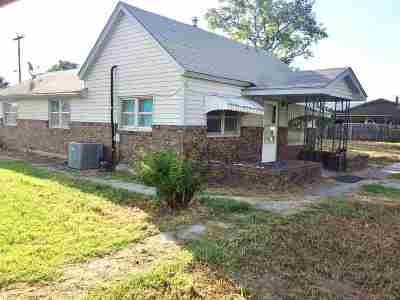 Single Family Home For Sale: 220 N Olive