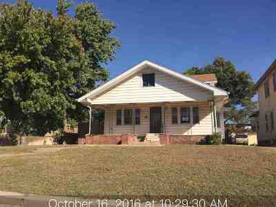 Single Family Home Sold: 624 W Cherokee