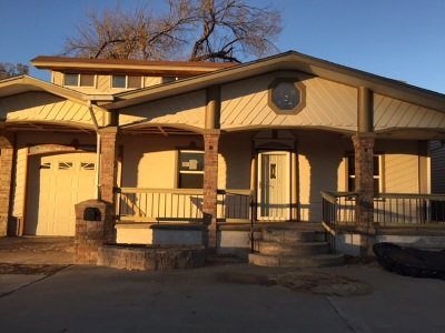 Single Family Home Sold: 326 W Poplar