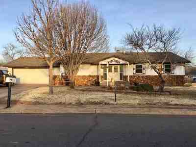 Single Family Home For Sale: 603 Comanche Dr