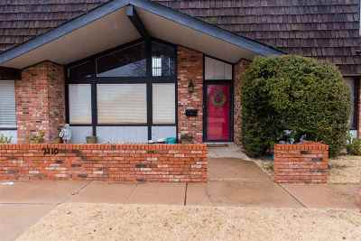 Single Family Home For Sale: 2110 Indian Dr, Apt B