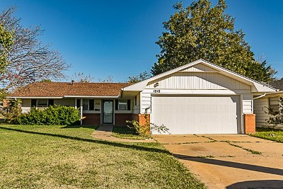 Single Family Home For Sale: 1818 W Rupe
