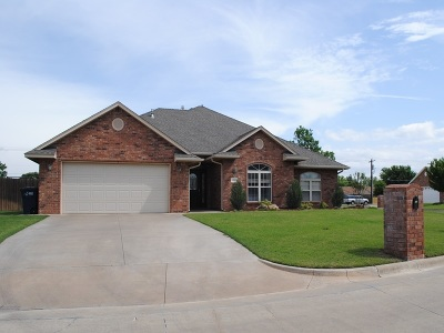 Single Family Home For Sale: 818 Bobcat Circle