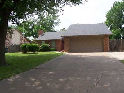 Single Family Home For Sale: 1910 Hunters Hill Dr