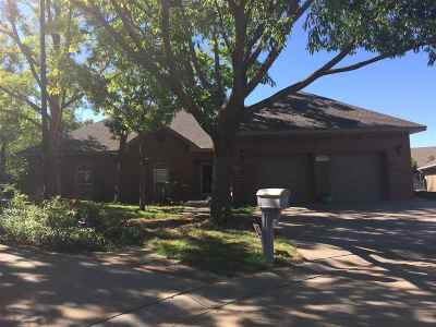 Single Family Home For Sale: 2423 Sherwood Ct