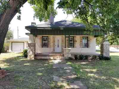 Single Family Home For Sale: 117 E 2nd