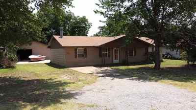 Single Family Home For Sale: 415 Oklahoma